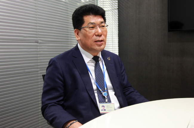 kolonindustries-kangchungseok